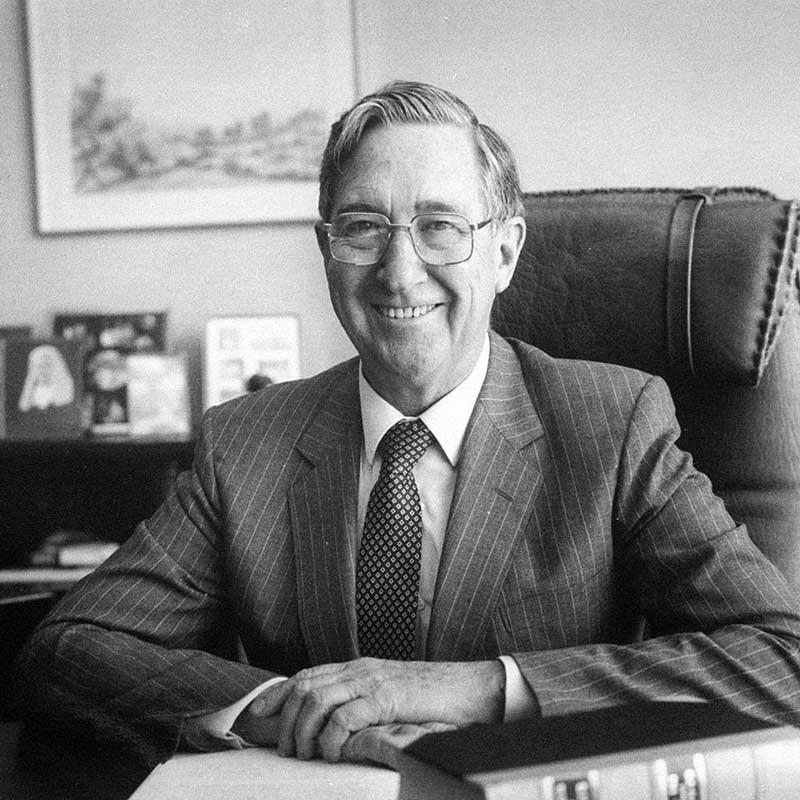 Hon Sir Gerard Brennan AC KBE QC (1998)