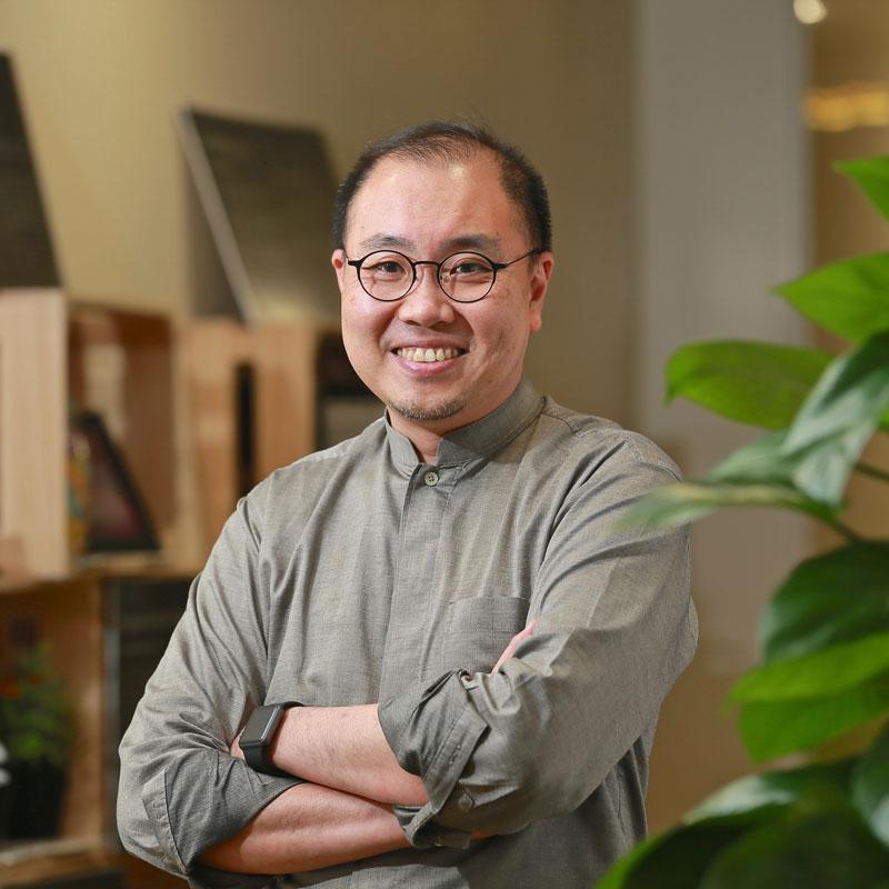 Mr Alexander Lau