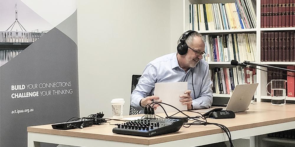 Dr Gordon de Brouwer PSM